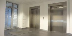 Częstochowa D.H. CENTRUM – windy osobowe, napęd elektryczny, udźwig 900 kg