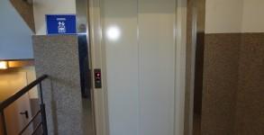 Częstochowa EGOMEDICA – winda osobowa, napęd hydrauliczny, udźwig 630 kg