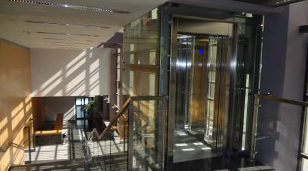 Filharmonia Częstochowska – winda panoramiczna w holu, udźwig 630 kg