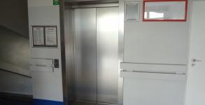 Częstochowa Przychodnia Matki i Dziecka – winda osobowa, napęd elektryczny, udźwig 1000 kg